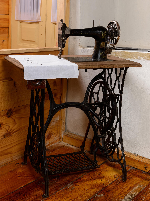 Как сделать столик на машинке зингер